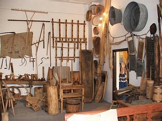 Zabytkowe eksponaty w prywatnym muzeum wsi Roztocza