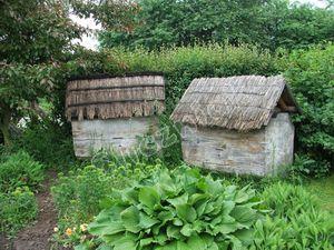 stare ule drewniane pokryte strzechą