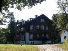 Pałac Plenipotenta w Zwierzyńcu, obecnie siedziba dyrekcji Roztoczańskiego Parku Narodowego.